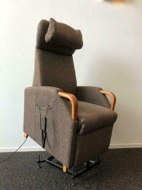 Sta-op stoel van Fitforn   Zo goed als nieuw   3 motoren   anti decubitus